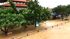 Nhiều vùng dân ở Quảng Ngãi bị ngập lụt, chia cắt