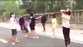 Nữ sinh lớp 7 bị đánh hội đồng, tung clip lên mạng