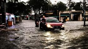 Mưa lớn khiến TP Quảng Ngãi bị ngập sâu