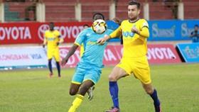 Thanh Hóa - Khánh Hòa 2-0: Xứ Thanh tiếp tục bám đuổi chức vô địch