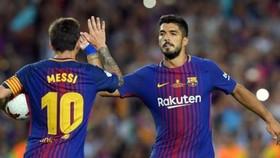 Barcelona - Valencia 1-0: Messi đen thì đã có Suarez