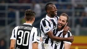 """Juventus - Bologna 3-1: """"Bà đầm già"""" củng cố ngôi đầu"""