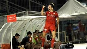 TPHCM - Than Quảng Ninh 2-1: Matias lập công, HLV Miura thoát tốp cuối