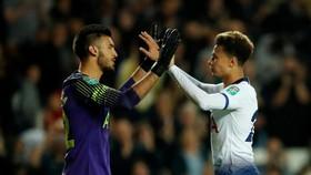 Tottenham Hotspur - Watford 2-2 (luân lưu 4-2): Thủ môn Gazzaniga giúp Hotspur thắng nghẹt thở
