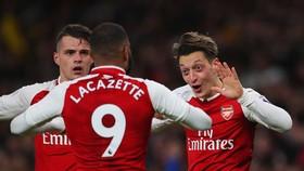 Arsenal - Watford 2-0: Kịch tính 2 phút cuối, Lacazette kiến tạo Ozil ấn định chiến thắng