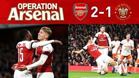 Arsenal - Blackpool 2-1: Lichtsteiner và Smith-Rowe nổ súng