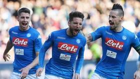 Napoli - Empoli 5-1: Mertens lập hattrick, Insigne, Milik cũng kịp ghi bàn