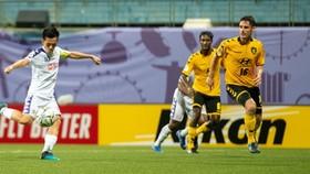 Tampines Rovers - Hà Nội 1-1: Pape Omar mở tỷ số, Jordan Webb gỡ hòa, Hà Nội tạm dẫn đầu bảng F