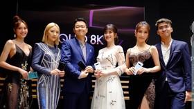 Galaxy S10 trở thành bạn đồng hành của nhiều celeb