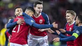 Na Uy - Thụy Điển 3-3: Johnsen, Joshua King ghi bàn, Ola Kamara xuất thần gỡ hòa