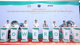 """Amway Việt Nam phối hợp với Sở Y tế Tỉnh Nghệ An tổ chức Lễ phát động Dự án """"Cải thiện tình trạng dinh dưỡng cho trẻ em dưới 5 tuổi"""" tại Làng trẻ em SOS Vinh, Tp. Vinh, tỉnh Nghệ An"""