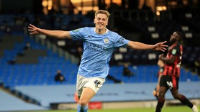 Man City - Bournemouth 2-1: Liam Delap mở bàn, Sam Surridge gỡ hòa, Phil Foden ấn định chiến thắng cho HLV Pep Guardiola
