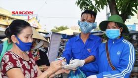 """Quảng Nam thí điểm chương trình """"Đổi rác thải nhựa lấy sản phẩm phòng chống dịch Covid-19"""""""