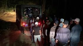 Hàng chục con bạc bị bắt tại hiện trường. Ảnh: Cơ quan điều tra cung cấp