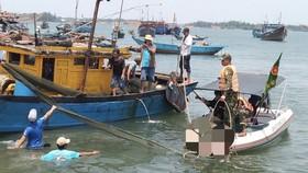 Tìm được 2 nạn nhân cuối cùng trong vụ lật ghe trên sông Thu Bồn