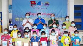 """Ấm áp chương trình """"Kết nối trái tim - Hướng về biên giới"""" ở Quảng Nam"""