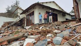 Sau bão số 13, bãi biển miền Trung bị sóng đánh tan tác