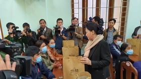 Chủ tịch Quốc hội thăm người dân vùng sạt lở Phước Sơn