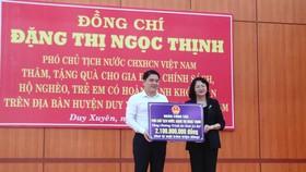 Phó Chủ tịch nước Đặng Thị Ngọc Thịnh thăm và tặng quà hộ nghèo, hộ chính sách tại Quảng Nam