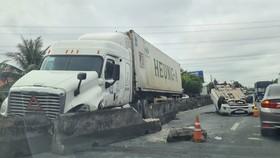 Tiền Giang: Quốc lộ 1 kẹt xe kéo dài do tai nạn giao thông