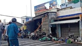 Cháy cửa hàng đồ phụ tùng xe máy gần chợ Vĩnh Bình