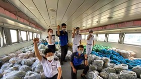 Tiền Giang hỗ trợ hàng chục tấn hàng hóa thiết yếu cho người dân TPHCM