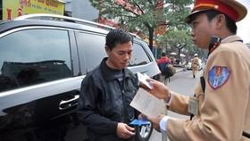 Thông tin CSGT xử phạt chủ xe ô tô mua trả góp không có giấy tờ gốc khiến người dân hết sức lo lắng