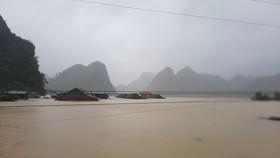 Mưa không ngớt trong nhiều ngày qua khiến Quảng Ninh, Lệ Thủy ngập lụt nặng nề