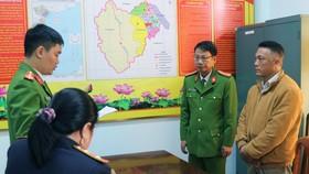 Công an đọc lệnh khởi tố Trạm trưởng Trạm quản lý bảo vệ rừng Khe Đen