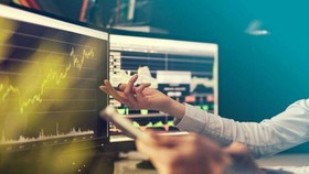 Giá cổ phiếu đang đắt hay rẻ?