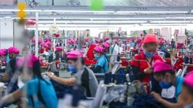 Các tổ chức kinh tế liên tục điều chỉnh dự báo tăng trưởng GDP trong năm 2021 của Việt Nam trước diễn biến phức tạp của đại dịch. Ảnh: Zing