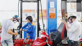 Giá xăng giảm mạnh