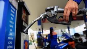 Giá xăng giảm 4.100 - 4.252 đồng/lít