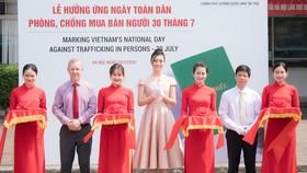 Hoa hậu Lương Thuỳ Linh đồng hành cùng Đại sứ quán Anh phòng, chống mua bán người