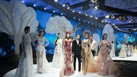Khánh Vân, Lan Khuê, Lương Thuỳ Linh, Tường San khai mạc Vietnam Runway Fashion Week 2020