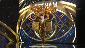 Á hậu Ngọc Thảo trình diễn Quốc phục trên sân khấu Miss Grand International 2020