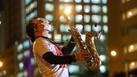 Nghệ sĩ saxophone Trần Mạnh Tuấn. Ảnh: NGÔ TRẦN HẢI AN