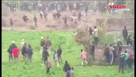 """CLIP: Báo hoa mai """"điên cuồng"""" tấn công dân làng ở Ấn Độ"""