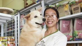 Cô gái trẻ ở TPHCM nhận trông giữ chó, mèo với niềm đam mê lớn