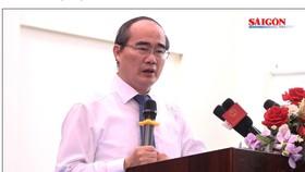 Bí thư Thành ủy TPHCM Nguyễn Thiện Nhân đánh trống khai giảng năm học mới