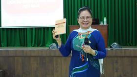 Thạc sĩ Nguyễn Minh Hạnh, nguyên trưởng Khoa Xây dựng Đảng - Học viện Cán bộ TPHCM trực tiếp giảng dạy lớp bồi dưỡng lý luận chính trị. Ảnh: ĐÌNH DƯ