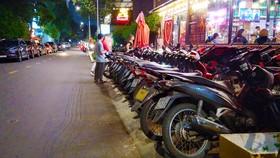 Vỉa hè đường Nguyễn Thị Diệu, phường 6, quận 3. Ảnh: ĐÌNH DƯ