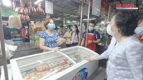 Tăng cường kiểm tra thực phẩm tại chợ truyền thống gần tết