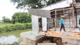 Người dân xã Phú Hữu dời nhà chạy sạt lở