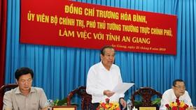 Phó Thủ tướng Trương Hòa Bình khảo sát tình hình sạt lở Quốc lộ 91