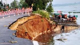 Sáng nay 27-5, một đoạn Quốc lộ 91 ở An Giang bị sụp xuống sông Hậu