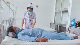 Cứu bệnh nhân bị cây gỗ xuyên từ tầng sinh môn đến bụng