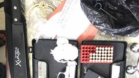 Phát hiện nhiều hàng hóa không rõ nguồn gốc và 1 khẩu súng bắn đạn cao su