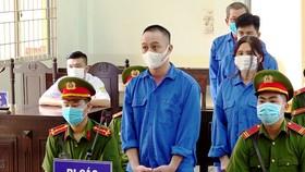 Nhóm đối tượng lĩnh tổng cộng 28 năm tù vì đưa người Trung Quốc xuất cảnh trái phép