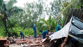 Mưa giông làm sập nhiều nhà dân ở ĐBSCL